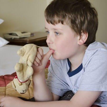 Script hypnotique – Arrêter de sucer son pouce (pour enfant de 5 à 10 ans)