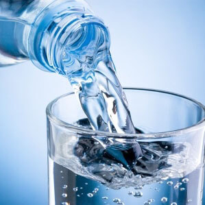 Script hypnotique – Boire de l'eau plate – avancer vers un poids santé (visualisation thérapeutique)