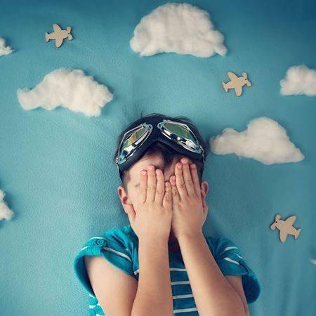 Script hypnotique – Dépasser la peur de voyager en avion (pour les 5-14 ans) (visualisation thérapeutique)